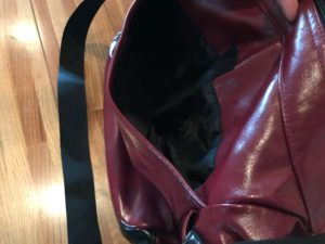 OUTDOOR PRODUCTSネオシャイニングPUショルダーバッグのポケット